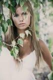 Retrato da mulher nova ao ar livre Fotos de Stock