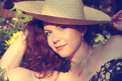 Retrato da mulher nova bonita no chapéu Foto de Stock Royalty Free