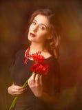 Retrato da mulher nova com flores Fotos de Stock