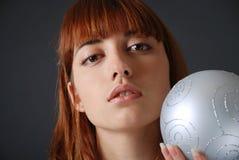 Retrato da mulher nova marrom-eyed, close-up Imagens de Stock