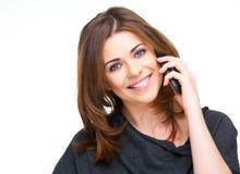 Retrato da mulher nova no atendimento de telefone Fotografia de Stock Royalty Free