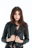 Retrato da mulher nova no revestimento de couro Imagens de Stock Royalty Free
