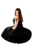 Retrato da mulher nova no vestido preto Imagens de Stock