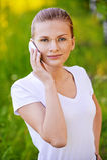 Retrato da mulher nova que fala sobre Imagem de Stock