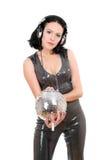 Retrato da mulher nova 'sexy' com uma esfera do espelho Fotografia de Stock