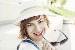 Retrato da mulher positiva caucasiano nova Imagem de Stock