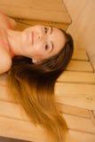 Retrato da mulher que relaxa na sauna Bem estar dos termas Fotografia de Stock Royalty Free