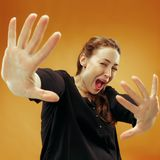 Retrato da mulher scared fotos de stock royalty free