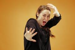 Retrato da mulher scared fotografia de stock royalty free