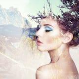 Retrato da mulher sensual bonita com penteado elegante Fotografia de Stock Royalty Free
