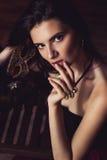 Retrato da mulher sensual que olha a câmera Foto de Stock Royalty Free
