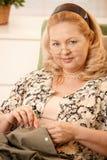 Retrato da mulher sewing Fotos de Stock