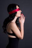 Retrato da mulher 'sexy' bonita nova na roupa interior preta com re Fotos de Stock Royalty Free