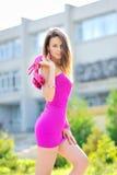 Retrato da mulher 'sexy' no vestido curto Fotografia de Stock