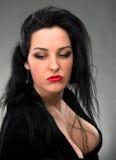 Retrato da mulher 'sexy' no vestido preto Fotografia de Stock