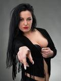 Retrato da mulher 'sexy' no vestido preto Imagem de Stock
