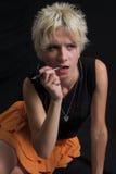 Retrato da mulher 'sexy' nova bonita no fundo preto Imagens de Stock