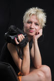 Retrato da mulher 'sexy' nova bonita no fundo preto Foto de Stock Royalty Free