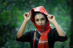 Retrato da mulher tailandesa no lado tradicional do país com contato de olho foto de stock royalty free
