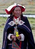 Retrato da mulher tibetana na roupa nacional Imagens de Stock Royalty Free