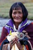 Retrato da mulher tibetana na roupa nacional Fotos de Stock