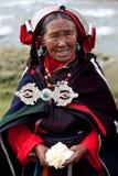 Retrato da mulher tibetana na roupa nacional Imagens de Stock