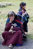 Retrato da mulher tibetana na roupa nacional Fotografia de Stock Royalty Free