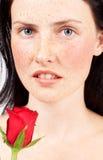 Retrato da mulher triguenha bonita foto de stock