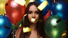 Retrato da mulher triste no partido Menina da virada na celebração filme