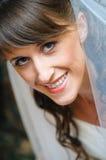 Retrato da noiva bonita do sorriso. Cara do close-up Imagem de Stock