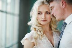 Retrato da noiva e do noivo Fotos de Stock Royalty Free