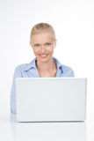 Retrato da pessoa fêmea de sorriso imagens de stock royalty free