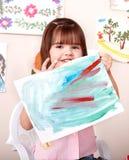 Retrato da pintura da criança no pré-escolar. Fotos de Stock Royalty Free