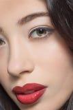 Retrato da senhora com obscuridade - bordos vermelhos da forma Fotos de Stock Royalty Free