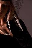 Retrato da senhora nova no preto Fotografia de Stock