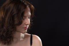 Retrato da vista abaixo da mulher atrativa Fotografia de Stock