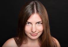 Retrato das belas artes do close-up da mulher contente atrativa Imagem de Stock