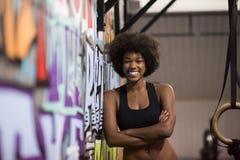 Retrato das mulheres negras após o exercício de mergulho do exercício Fotos de Stock Royalty Free