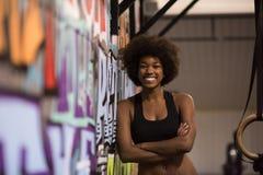 Retrato das mulheres negras após o exercício de mergulho do exercício Fotografia de Stock Royalty Free