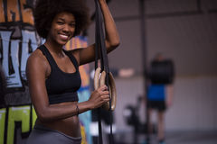 Retrato das mulheres negras após o exercício de mergulho do exercício Imagens de Stock Royalty Free