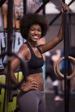 Retrato das mulheres negras após o exercício de mergulho do exercício Foto de Stock