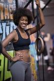 Retrato das mulheres negras após o exercício de mergulho do exercício Fotografia de Stock