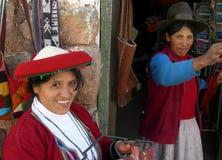 Retrato das mulheres vestidas na roupa tradicional imagem de stock