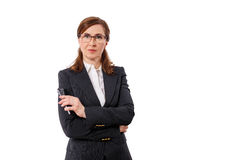 Retrato das orelhas bonitas de uma mulher de negócios 50 velhas com o telefone celular isolado no branco Imagem de Stock
