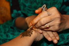 Retrato de Ásia, India um designsi do hennè Fotos de Stock