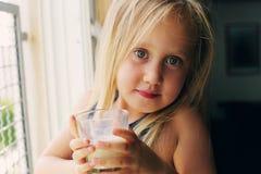 Retrato de 5 años de la muchacha Imagen de archivo