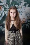 Retrato de 8 años de la muchacha en estudio Fotografía de archivo