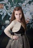 Retrato de 8 años de la muchacha en estudio Imágenes de archivo libres de regalías