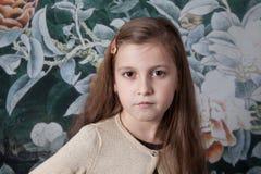 Retrato de 8 años de la muchacha en estudio Imagen de archivo libre de regalías