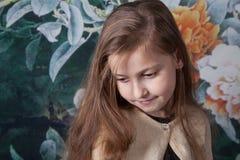 Retrato de 8 años de la muchacha en estudio Fotos de archivo